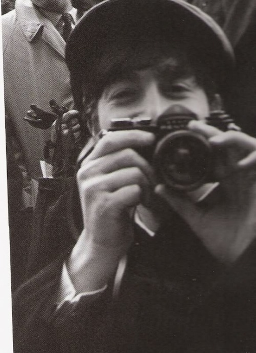 See 17 Photos Of Musicians With Their Cameras - The Strut