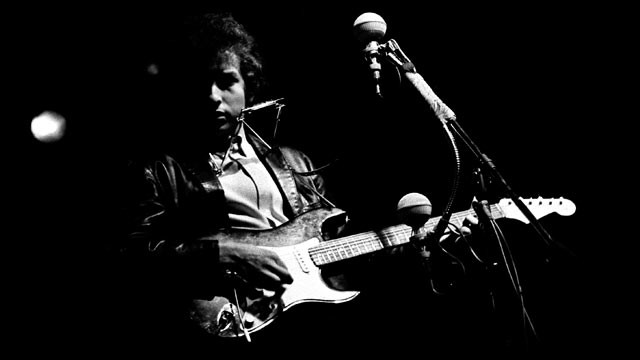 Bob Dylan at the Newport festival 1965 Courtesy Thomas Monaster Photography