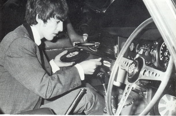 Video When Cars Had Vinyl Record Players The Strut